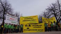 Kundgebung auf dem Schloßplatz in Stuttgart am 12.3.2011